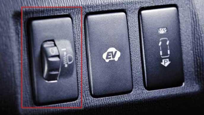 ヘッドライトを調整するマニュアルスイッチ