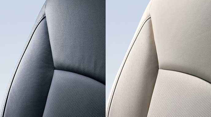 新型レガシィB4 Limitedのブラックとアイボリーから選べる本革シート