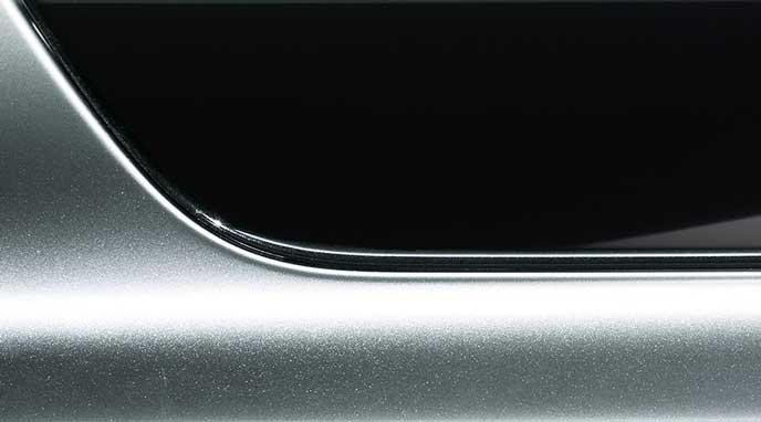 新型レガシィB4 Limitedのピアノブラック調加飾パネル