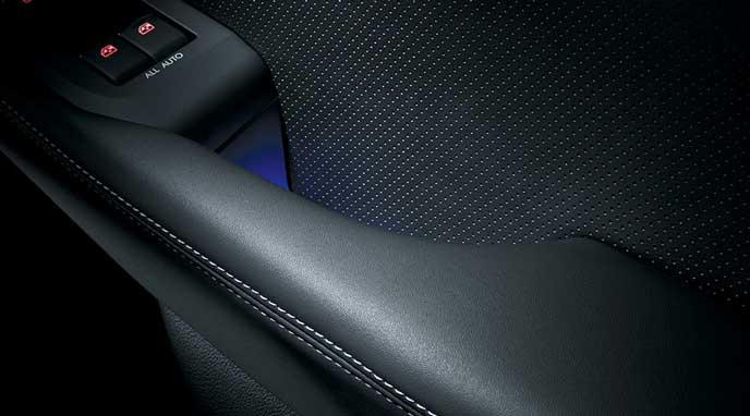 新型レガシィB4 LimitedのフロントとリヤのブルーLEDハンドル照明