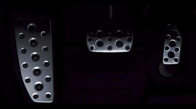 新型レガシィB4 Limitedのアルミ製スポーツペダル