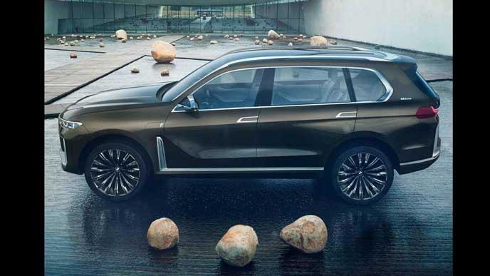 BMW X7のサイドビュー