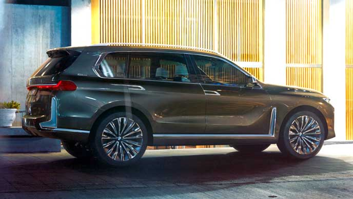 BMW X7の斜め後ろのエクステリア