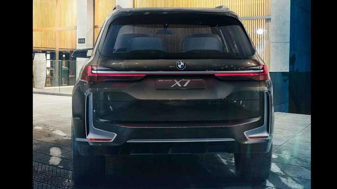 BMW X7のリアビュー