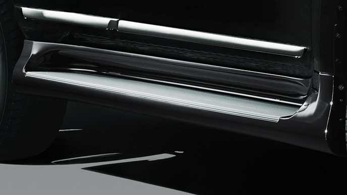 純正エアロ EXTERIOR DRESS UPのサイドステップカバー