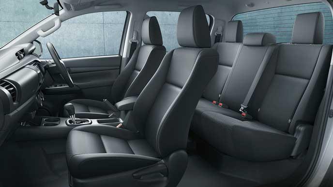 新型ハイラックスXグレードのシート