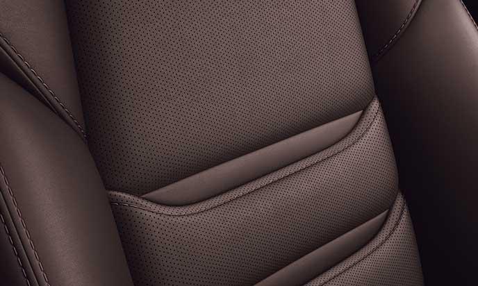 新型CX-8のディープレッドのナッパレザーシート表皮