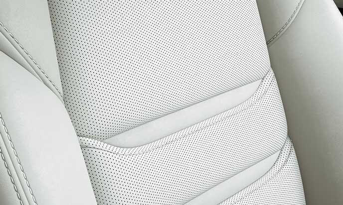 新型CX-8のピュアホワイトのナッパレザーシート表皮