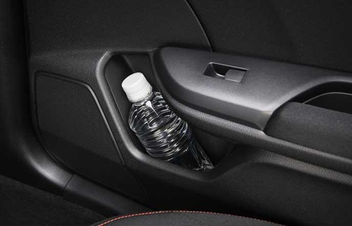 新型シビック タイプRのボトルホルダー付リアドアポケット