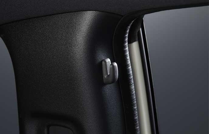 新型シビック タイプRの左右後席のコートフック