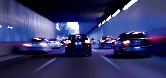 トンネルを走る新型CR-Z