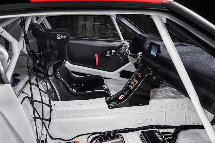 新型GRスープラの運転席