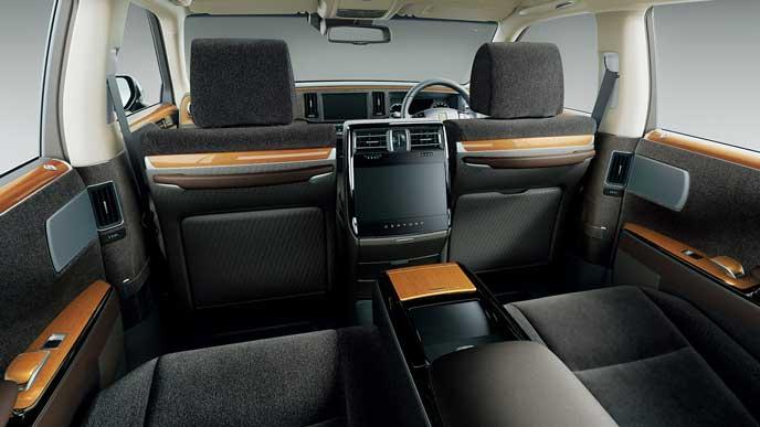 内装色ブラウンのウールファブリックを使ったのトヨタ新型センチュリー