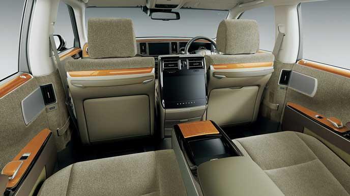 内装色ベージュのウールファブリックを使ったのトヨタ新型センチュリー