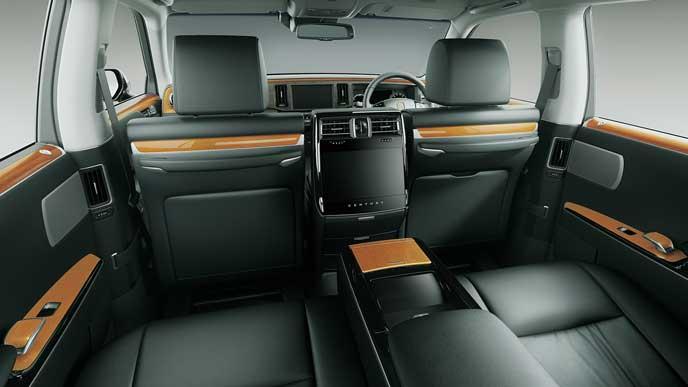 内装色ブラックの極美革のトヨタ新型センチュリー
