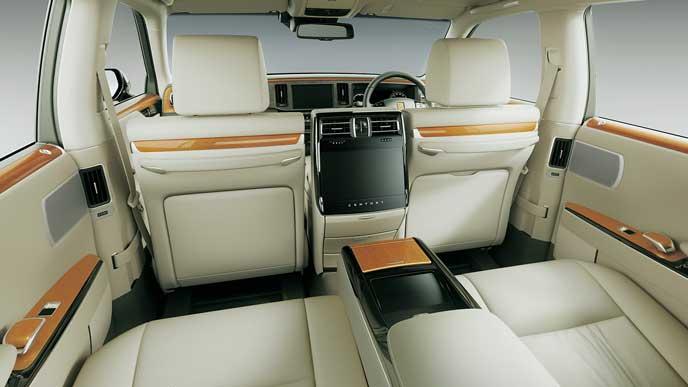 内装色フロマージュの極美革のトヨタ新型センチュリー
