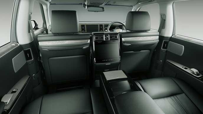 内装色ブラックとアッシュ杢を使った極美革のトヨタ新型センチュリー