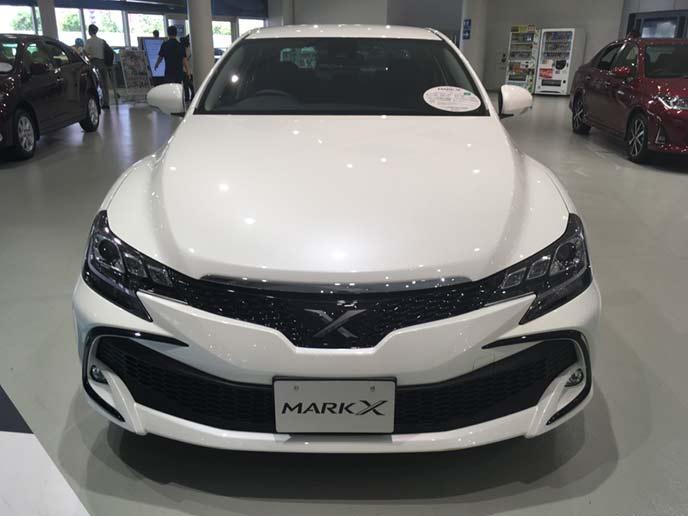 新型マークXのフロントビュー