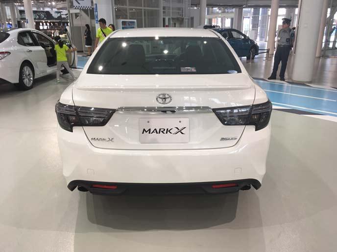 新型マークXのリヤビュー