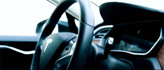 自動運転に感動するドライバー