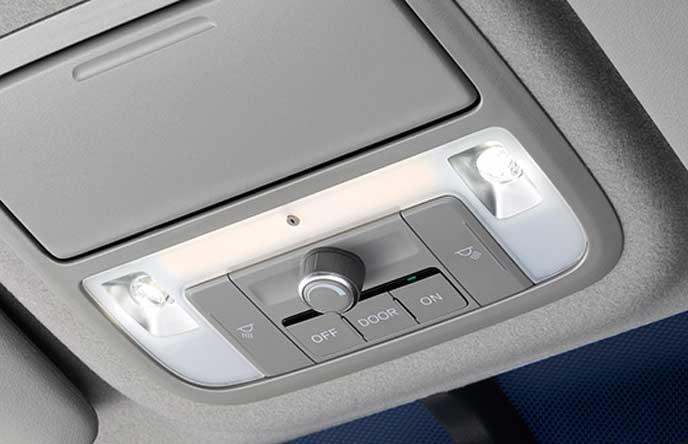 新型ステップワゴンの調光機能付きルームランプ