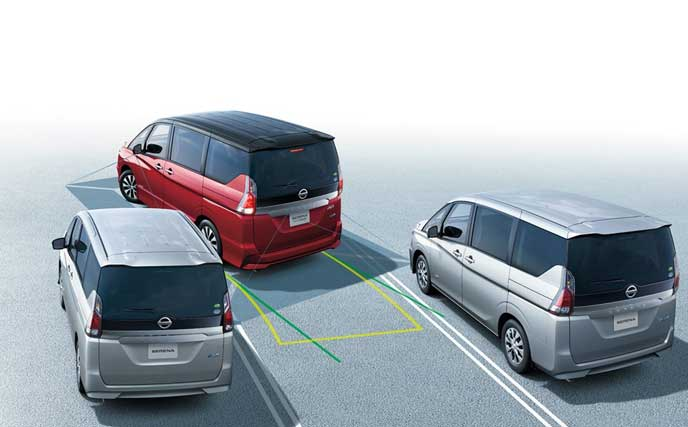 駐車する新型セレナ