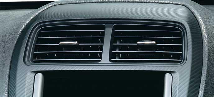 新型RVRのカーボン調センターパネル