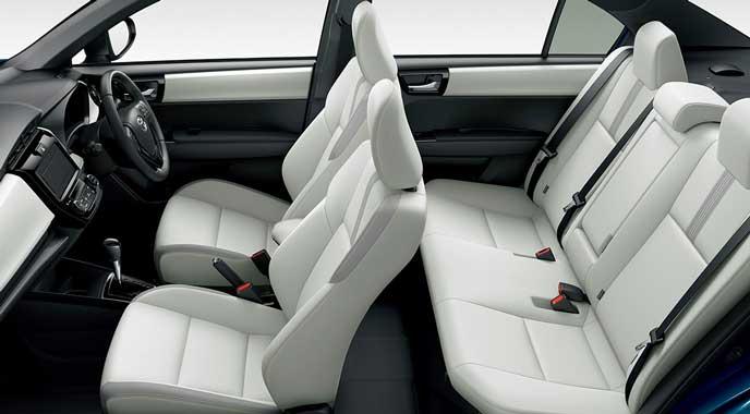ホワイトカラー合皮シートの新型カローラ
