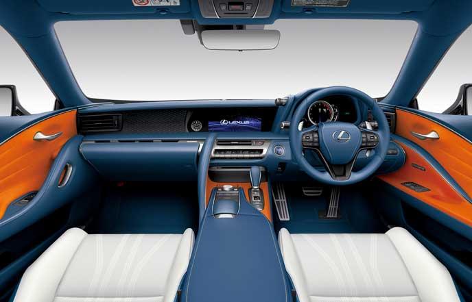 新型LCのブリージーブルーのコクピット