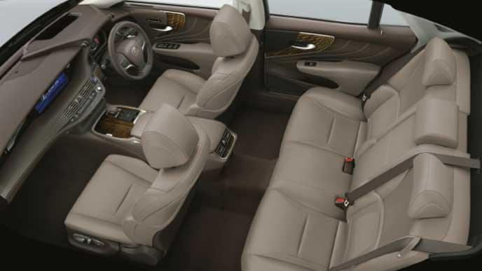 レクサス新型LSの内装色 本革 シャトー
