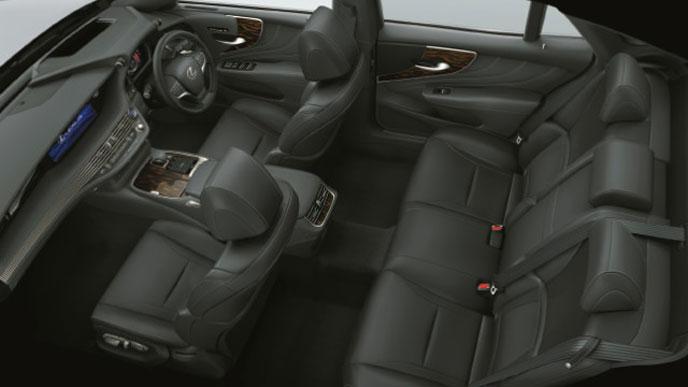 レクサス新型LSの内装色 本革とセミアニリン本革 ブラック