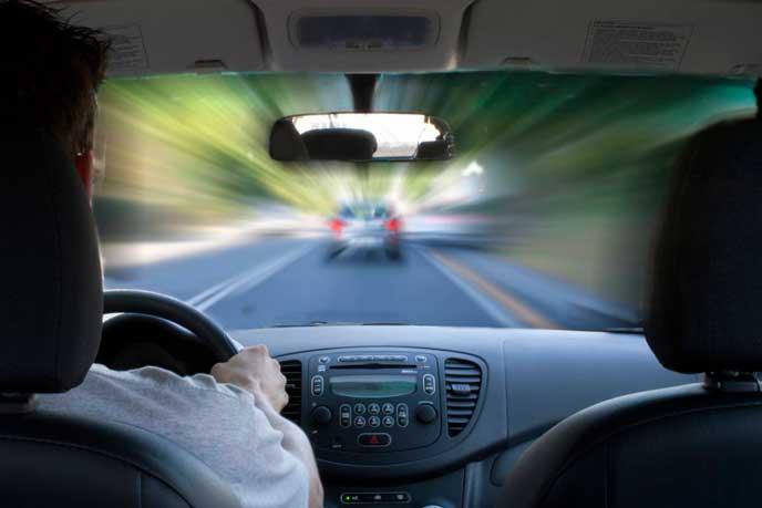 煽り運転をしようとするドライバー