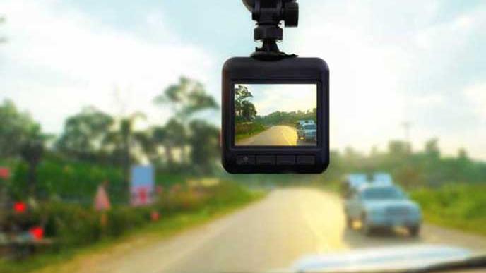 フロントの映像を映すドライブレコーダー