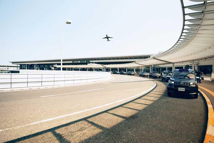 空港で駐車中のJPN TAXI