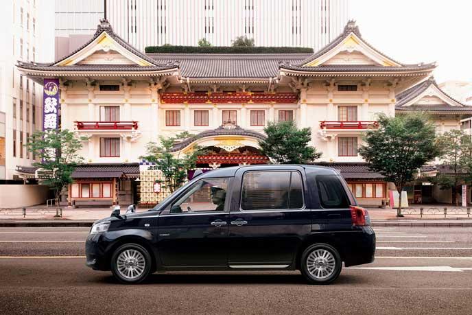 日本家屋のまででお出迎えするJPN TAXI