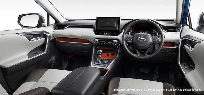 日本仕様の新型RAV4アドベンチャーの内装
