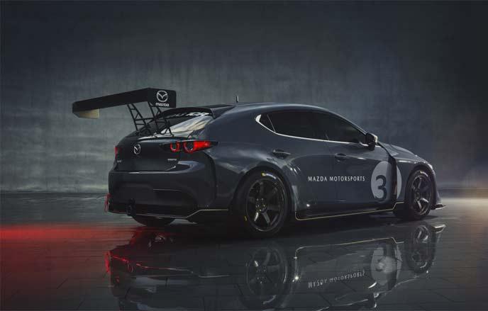 新型MAZDA3 TCRレースカーのリヤスタイル