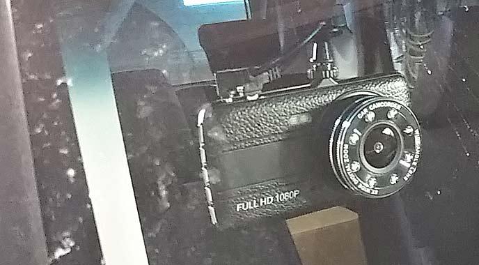 フロントガラスに装備するドライブレコーダー