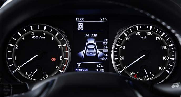 新型スカイラインのV6ターボ車に搭載されるアドバンスドドライブアシストディスプレイ