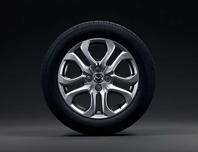 新型デミオの特別仕様車ノーブルクリムゾンのホイール
