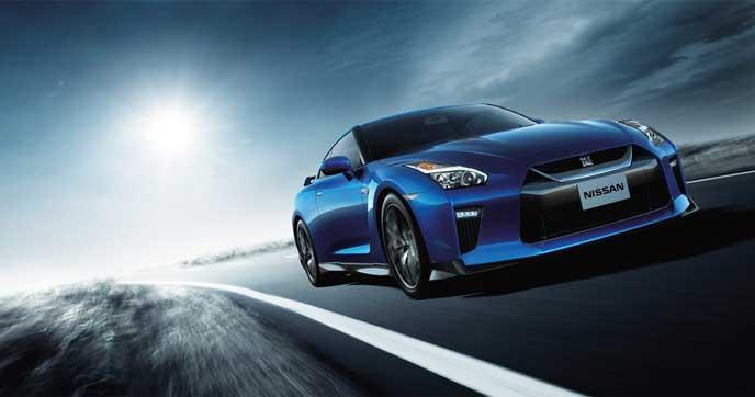 サーキットを走る新型GT-R