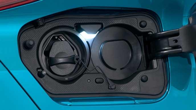 新型プリウスPHVの充電コンセント