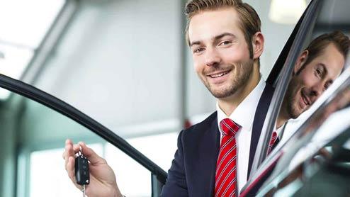 車の購入時に必要な書類を用意するのは自分それとも売る側?