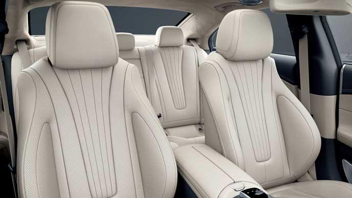 日本で発売した新型CLSのリヤシート