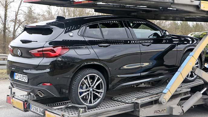 輸送車に載せられる新型X2プロトタイプ