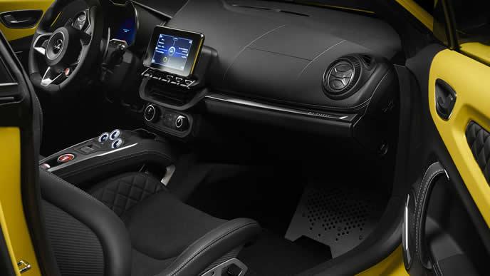 A110 カラーエディションの内装