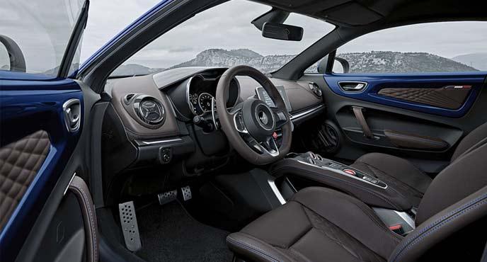 アルピーヌA110限定車「アルピーヌ A110 ブルー アビス」のインテリア