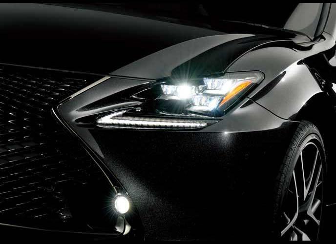 特別仕様車プレミアムブラックのヘッドライト