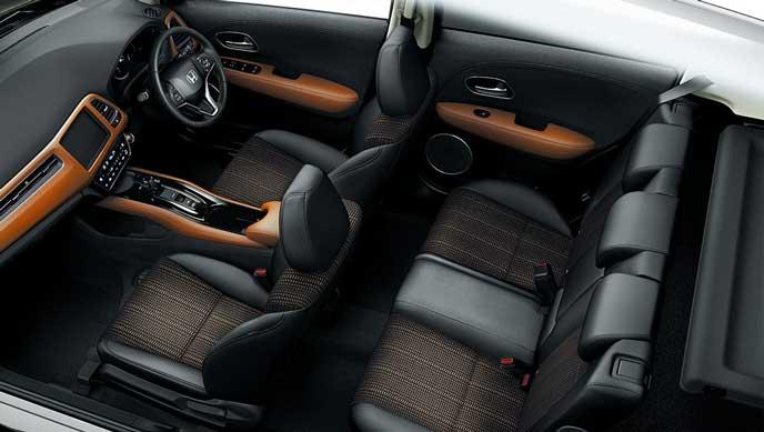 HYBRID Z・Honda SENSINGグレードの内装