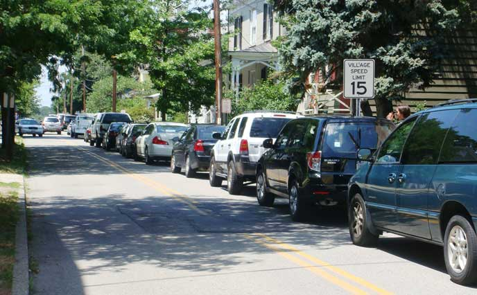 路上駐車の多い道